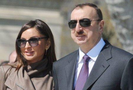 İlham Əliyev və birinci xanım Qobustanda açılışda